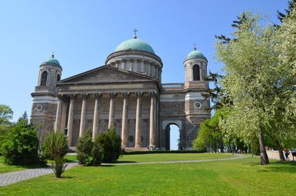 Basilika in Esztergom, im Donauknie