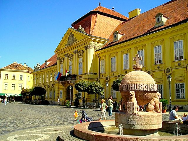 Stuhlweissenburg, frühere Kroenungsstadt