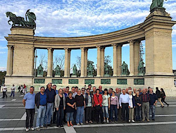 Gruppenfoto auf dem Heldenplatz