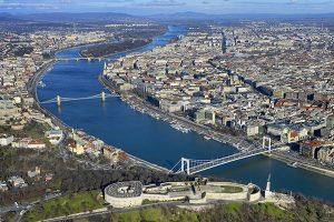 Budapest mit der Zitadelle und der Donau