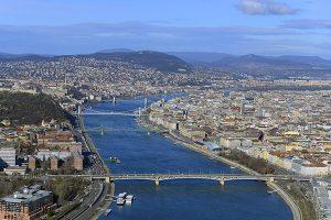 Budapest mit der Donau und den Brücken
