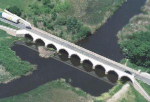 Neunbogenbrücke in Hortobágy mit dem Fluss Hortobágy