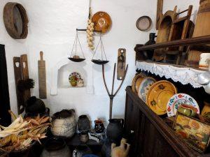 Töpferei in einem alten Bauernhaus in Hadas, in Mezőkövesd