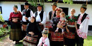 Matyó Familie in Volkstracht