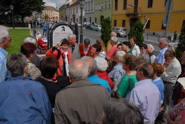 Mit einer Gruppe in der Budaer Burg